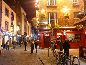 800px-Temple_Bar_Dublin_at_Night